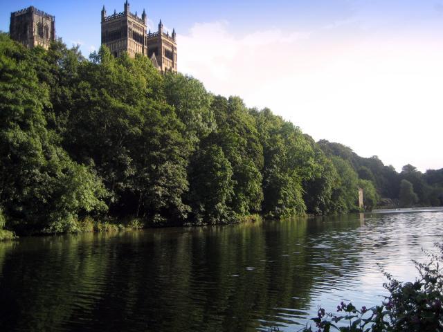 Catedral de Durham sobre el rio Wear