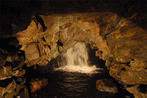 Cuevas White Scar